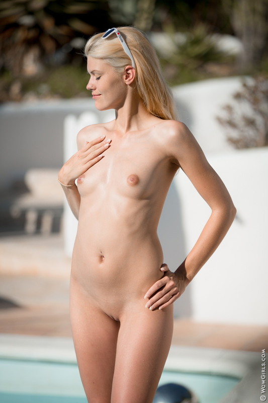 Wow Girls Izzy Delphine in Bikini Fashion 10