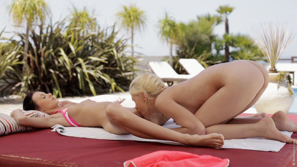 Wow Girls Eveline & Izzy Delphine in Convertion To Pussy Love 4