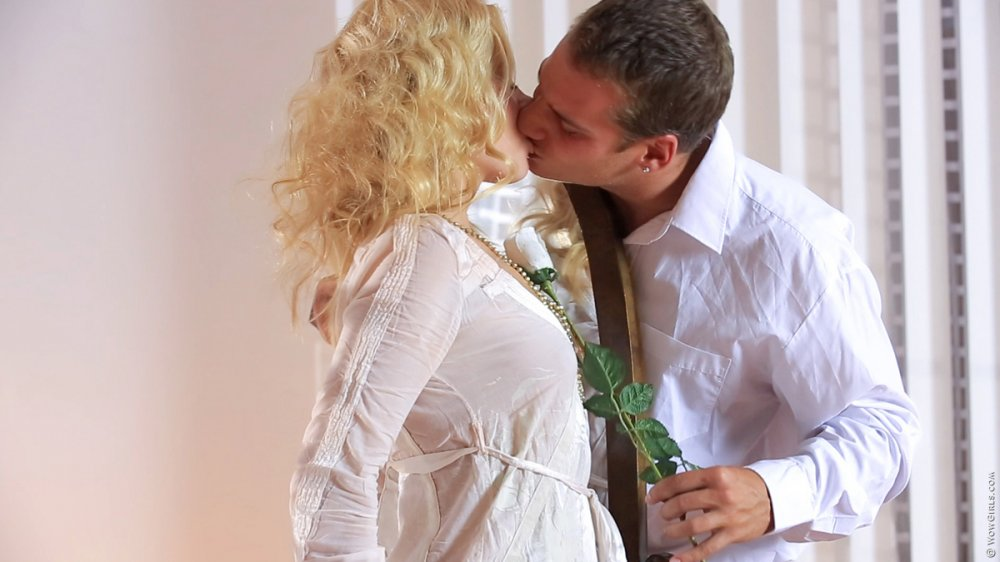 Wow Girls Aprilia in Sex on The First Date 3