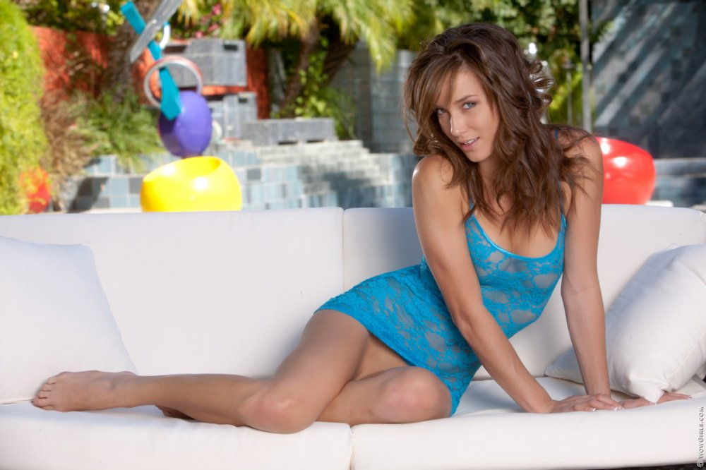 Wow Girls Red Like a Devil Featuring Malena Morgan 2