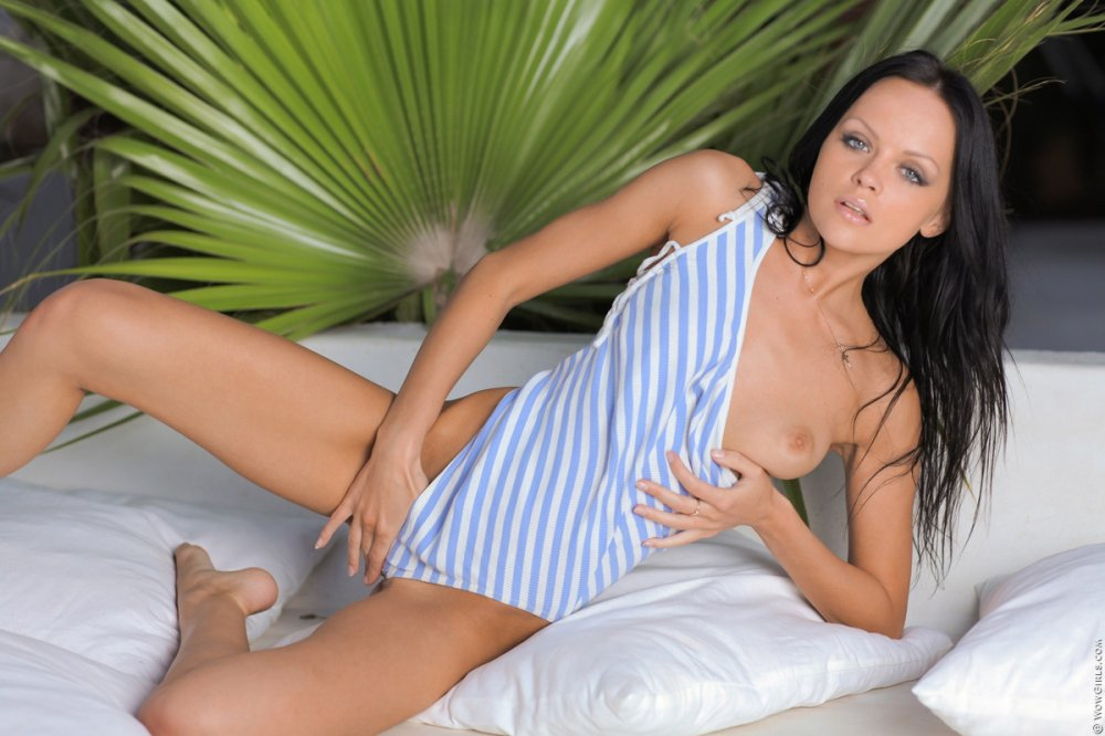 Wow Girls Melanie B in Horny Starlet 16